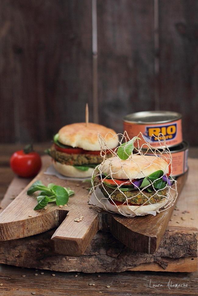 Hamburger cu ton RIO Mare si linte detaliu