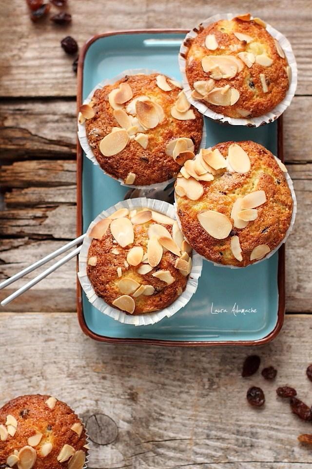 Muffins cu ananas si stafide detaliu