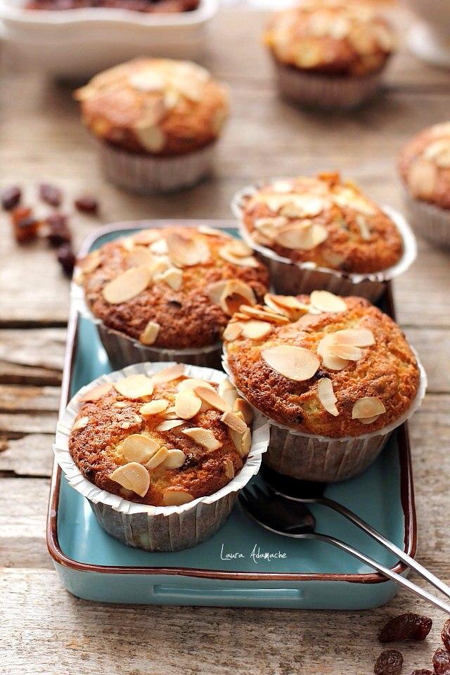 Muffins cu ananas si stafide platou