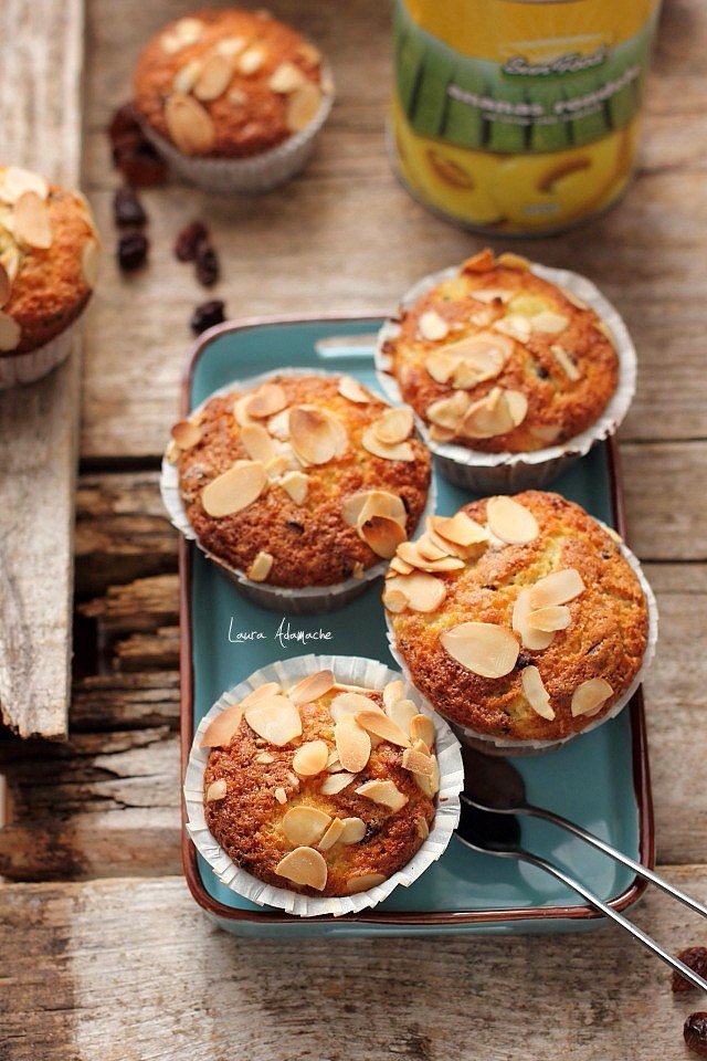 Muffins cu ananas Sun Food si stafide platou