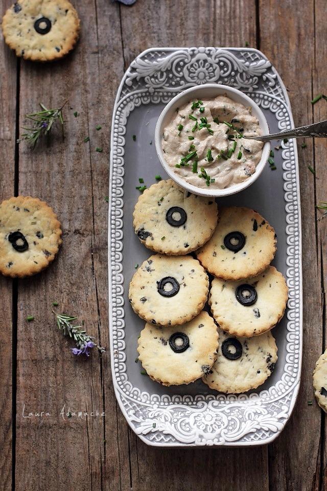 12 retete de post - biscuiti cu masline si rozmarin