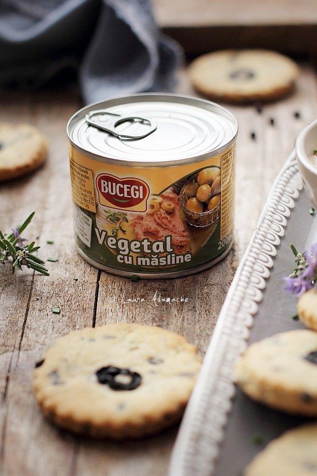 Biscuiti de post cu masline si rozmarin cu pate vegetal Bucegi