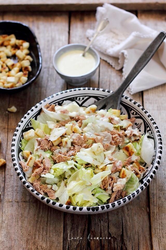 Salata de vara cu ton detaliu prezentare
