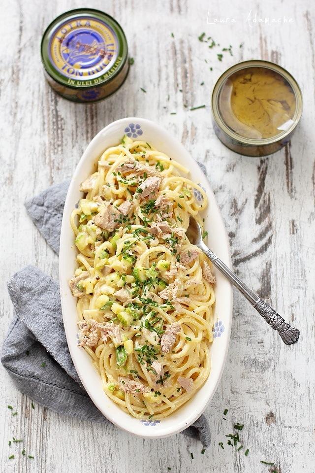 Spaghetti carbonara cu ton si dovlecei prezentare