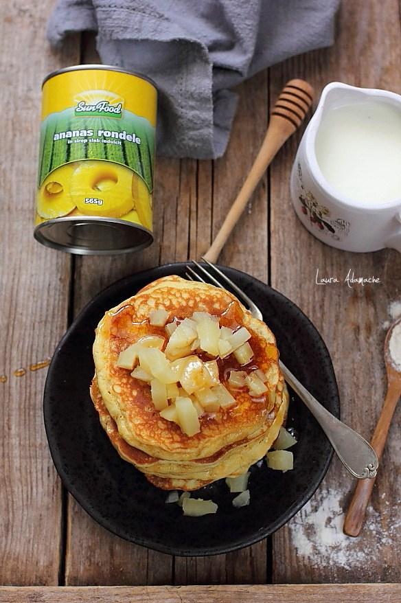 Pancakes cu ananas cu sirop de artar