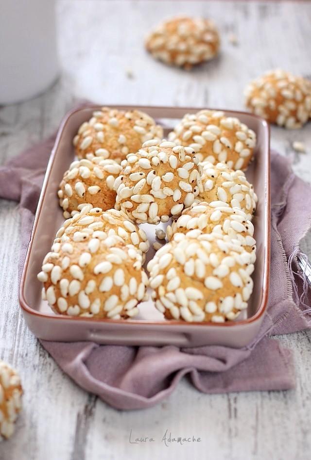 Biscuiti cu orez expandat si nuca de cococs prezentare