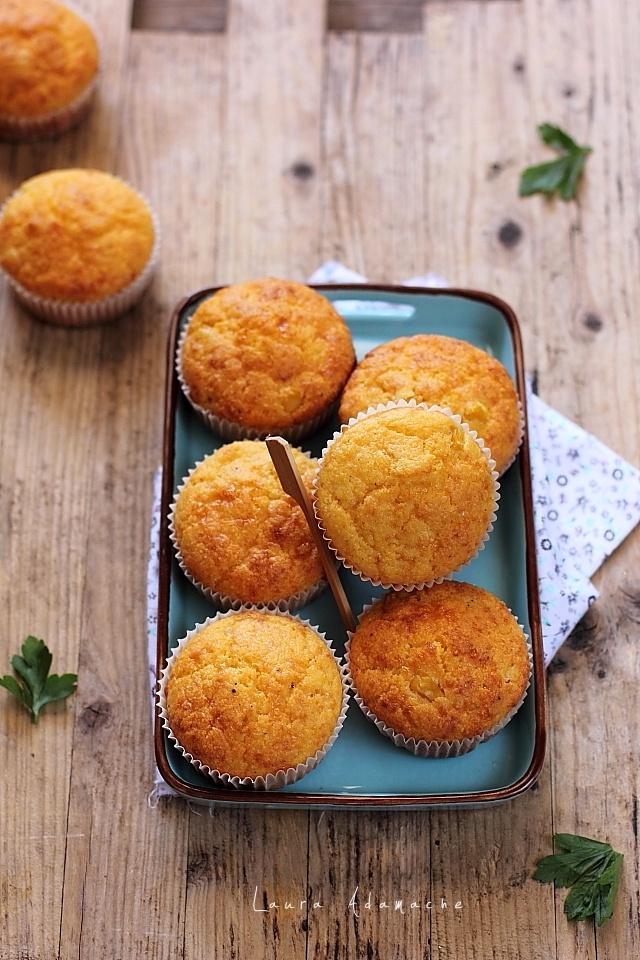 Muffins cu malai, porumb si cascaval detaliu