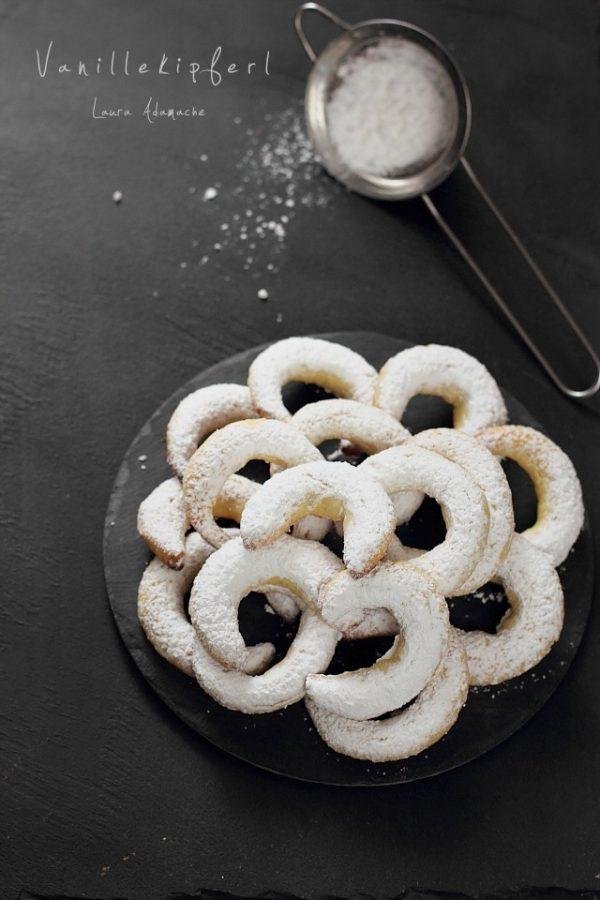 Vanillekipferl (cornulete fragede cu vanilie)