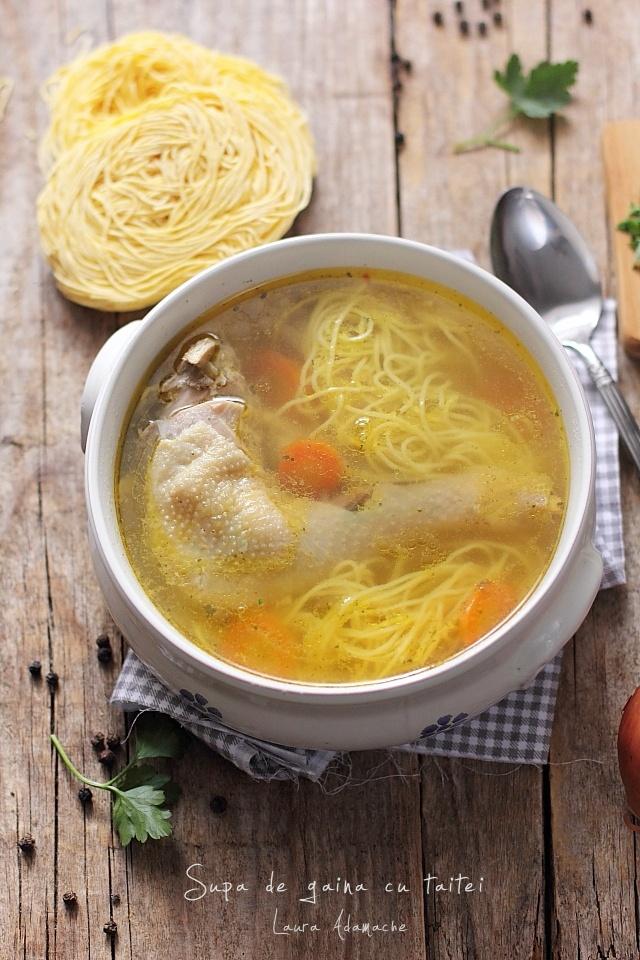 Supa de gaina cu taitei preparare