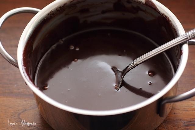 Cheesecake cu cafea si ciocolata preparare glazura