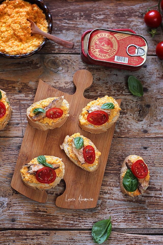 Bruschette cu macrou in sos tomat Lotka detaliu