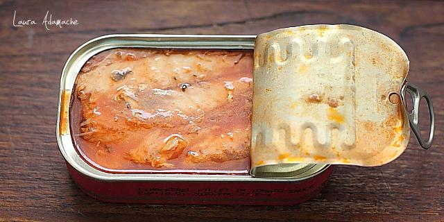 Bruschette cu macrou in sos tomat Lotka