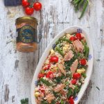 Salata de orez cu ton, rosii si fasole verde