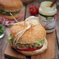 Burger de legume cu maioneza