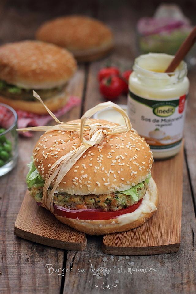 Burger de legume cu maioneza detaliu