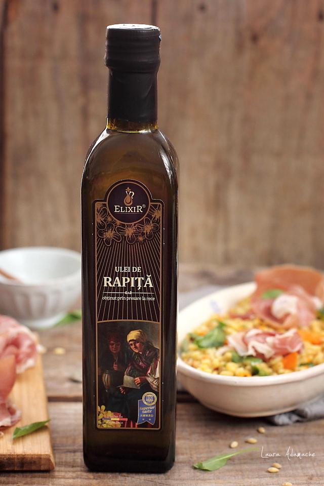 Salata calda cu orz si prosciutto crudo detaliu ulei Elixir