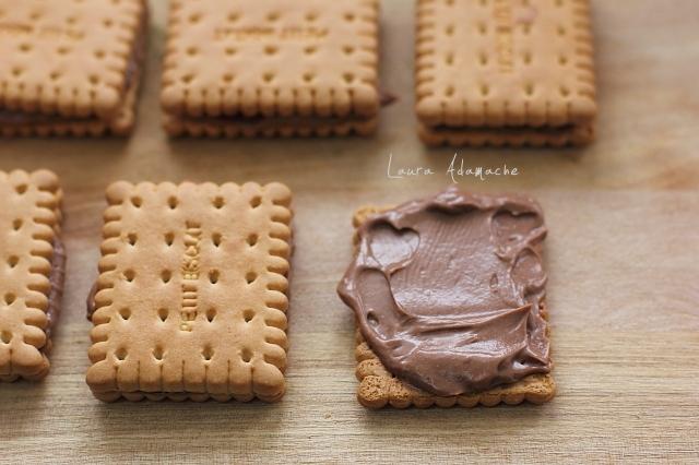 Prajitura cu biscuiti si crema de mascarpone preparare