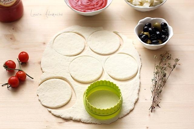Mini pizza cu iaurt detaliu preparare