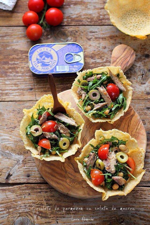 Cosulete de parmezan umplute cu salata