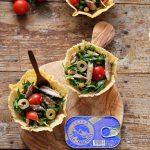 Cosulete de parmezan cu salata de macrou