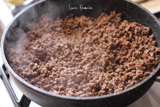 Preparare carne tocata pentru placintele