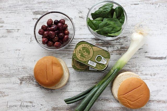 Ingrediente Sandvis cu spanac si macrou