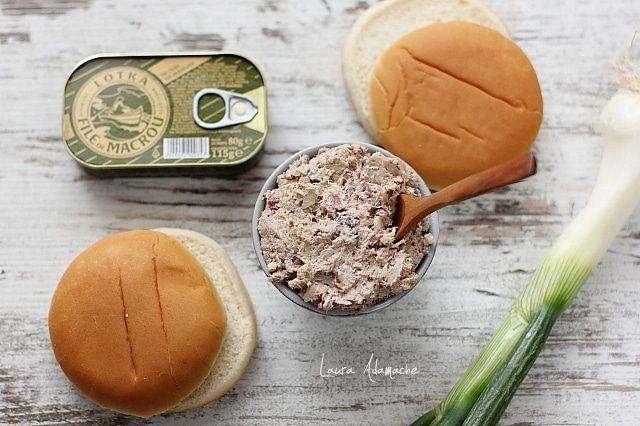 Sandvis cu spanac si crema de macrou detaliu