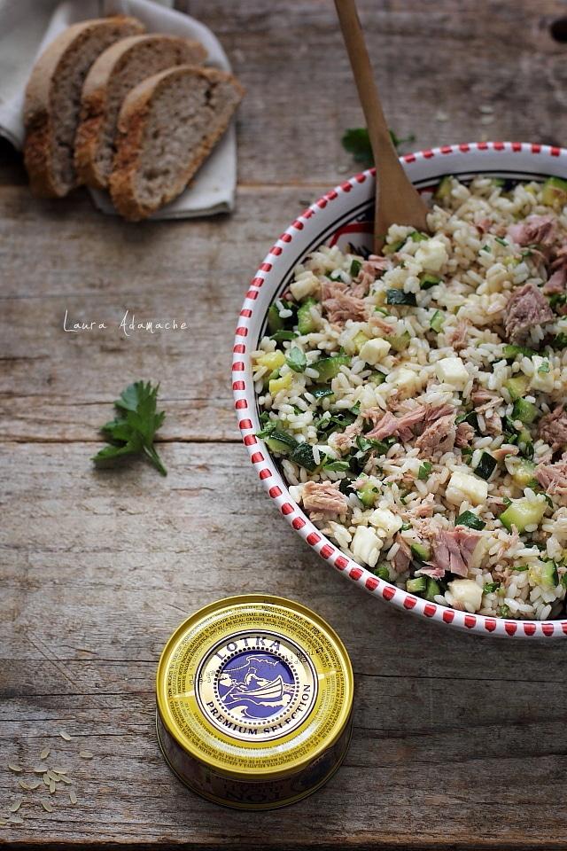 Salata cu orez si peste in vas