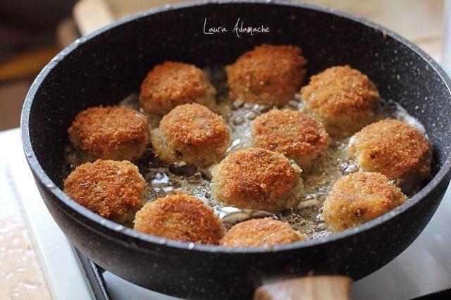 Chiftelute pufoase de cartofi cu macrou prajire