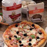 Pizza cu masline, ciuperci si prosciutto cotto