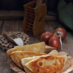 Chebureki (placinte rusesti cu carne)