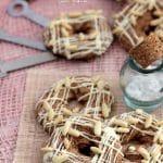 Biscuiti cu seminte de pin si ciocolata