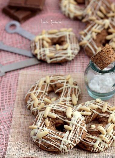 Biscuiti cu ciocolata si seminte de pin
