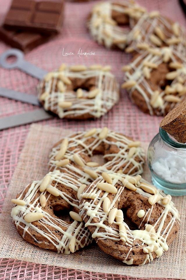 Biscuiti cu ciocolata si seminte de pin detaliu