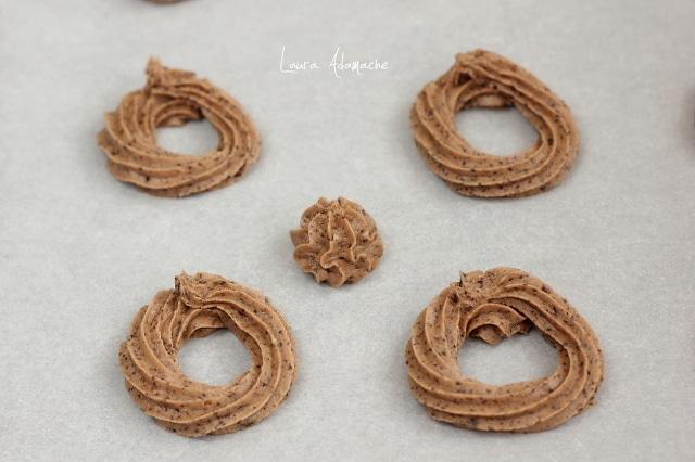 biscuiti de ciocolata si seminte de pin tava