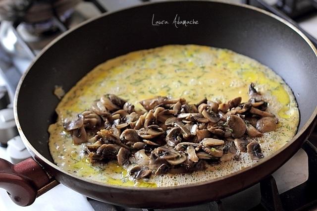 omleta ciuperci tigaie
