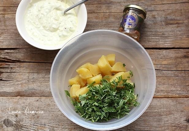 Salata de cartofi cu ton si rucola preparare
