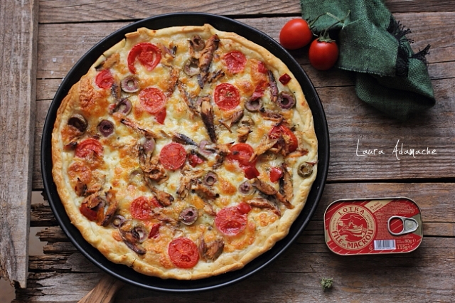 pizza crocanta cu aluat foitaj coapta