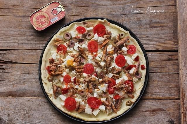 pizza crocanta inainte de coacere