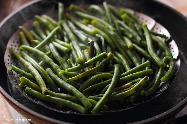 fasole verde cu oua fierbere