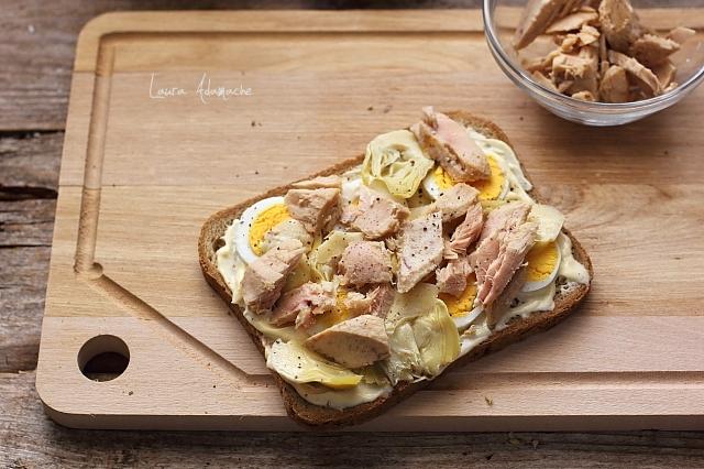 sandvis cu ton si anghinare preparare