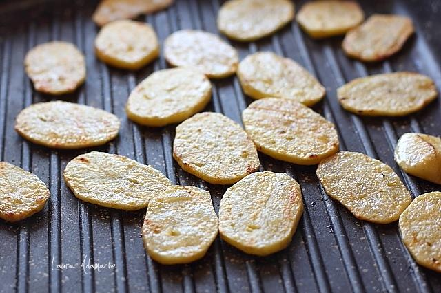 cartofi pe gratar