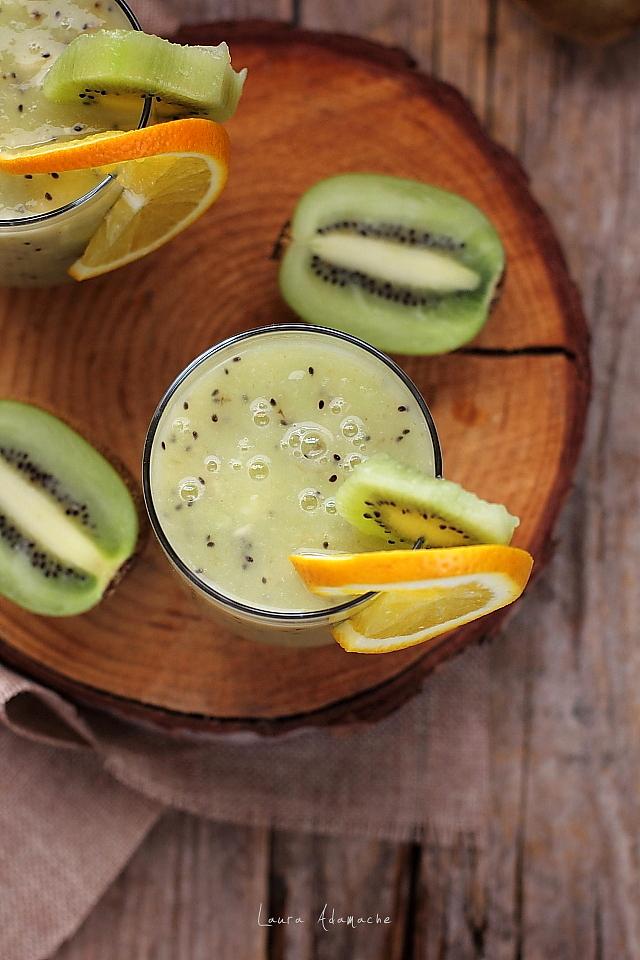 smoothie cu kiwi cremos in pahare