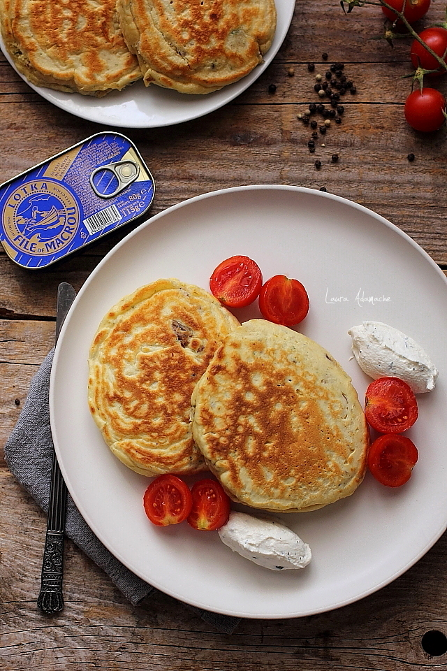 pancakes sarate cu macrou farfurie