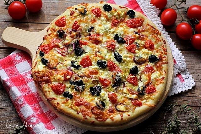 Pizza greceasca detaliu