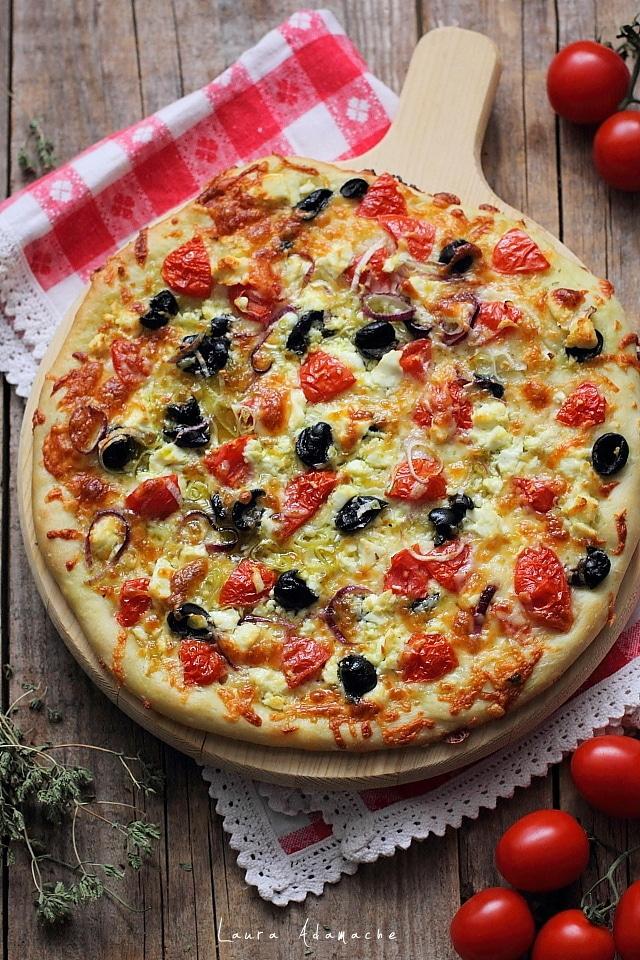 pizza greceasca cu feta