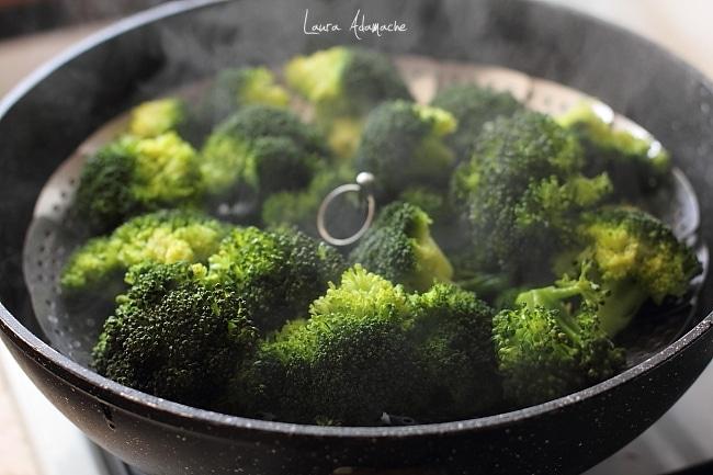 salata cu broccoli fierti la abur