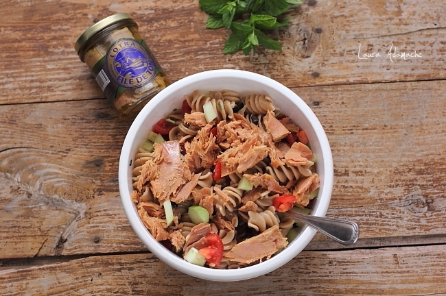 salata de paste integrale cu ton detaliu