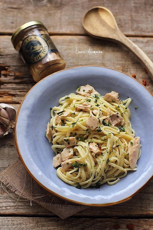 spaghete cu ton si usturoi preparare