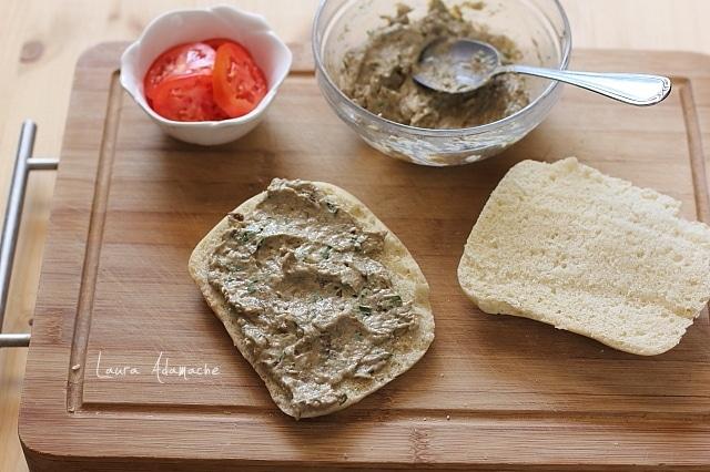 sandvis cu ton si crema de hribi preparare